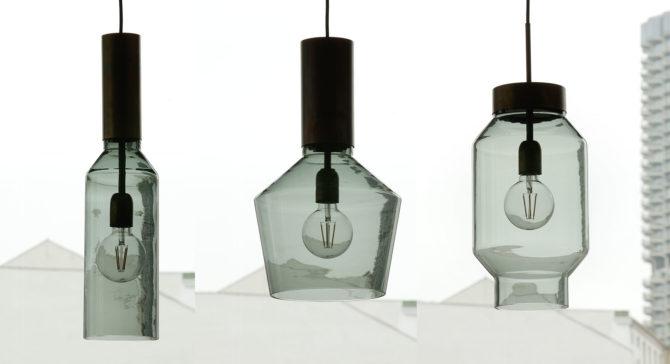 Glaskunst: Glas-Pendelleuchten mit gefärbtem Rauchglas im Stil der 70er Jahre, kombiniert mit rohem Messing