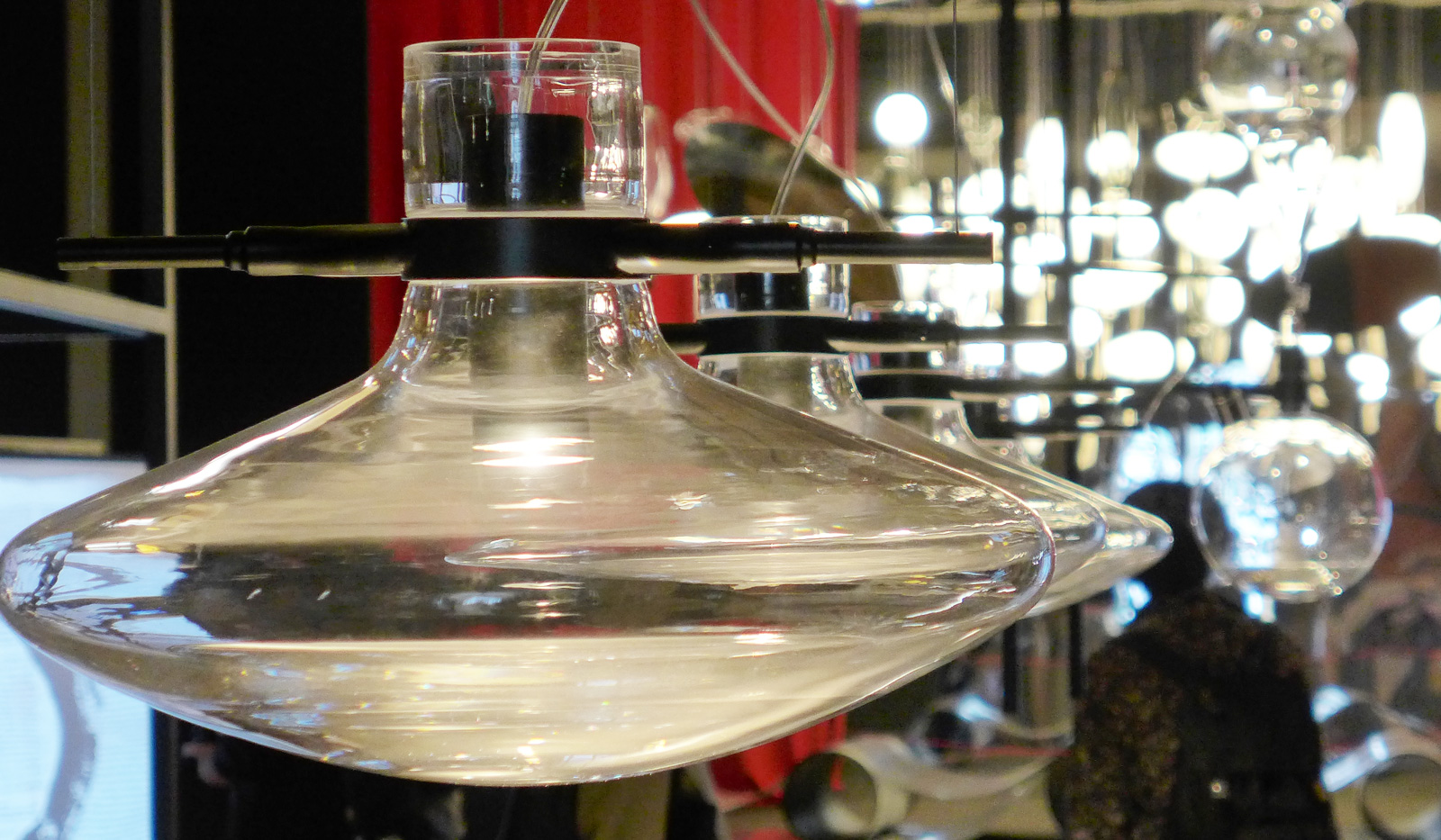 Lichtskulpturen und Lichtdesign bei der Euroluce in Mailand