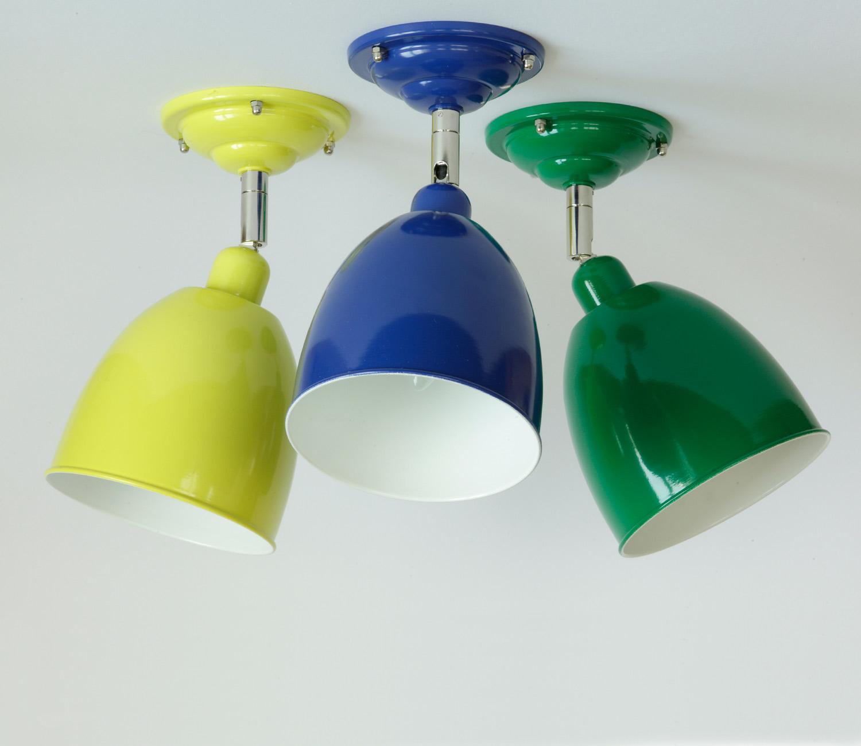 Decken-Strahler Freiburg in drei RAL-Farben: RAL 1016 Schwefelgelb, RAL 5002 Ultramarinblau, RAL 6029 Minzgrün