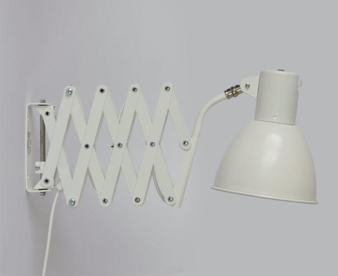 Weiße Scherenlampe für Wandmontage