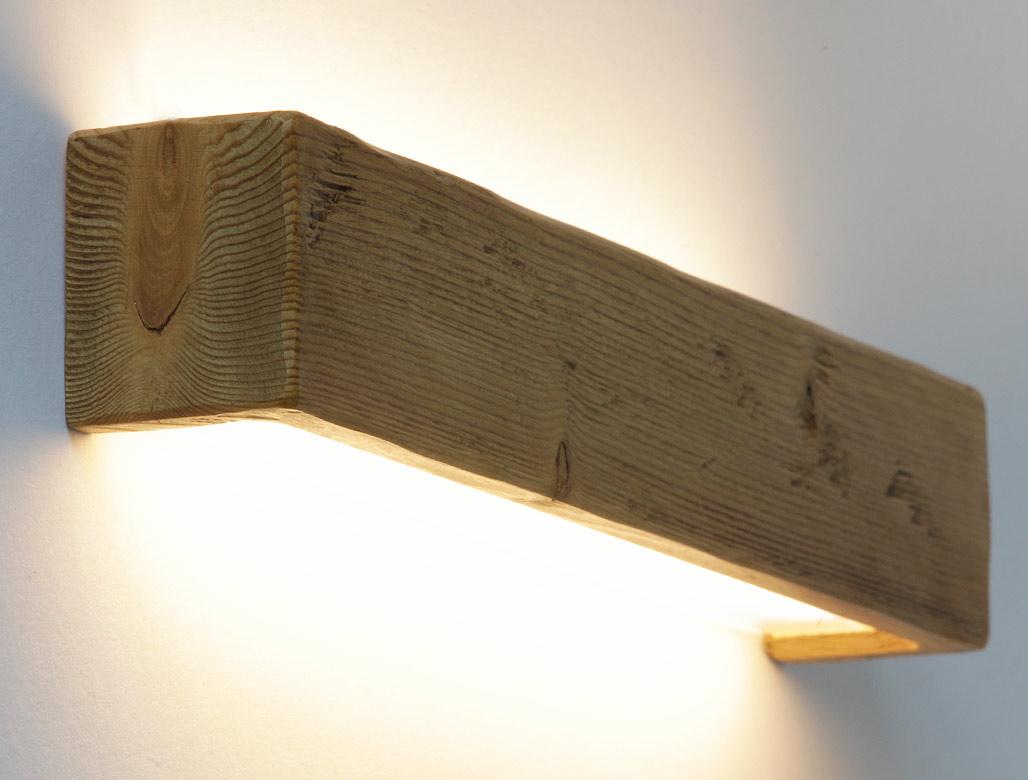 Wandleuchte aus massivem antiken Holzbalken mit LED-Technik