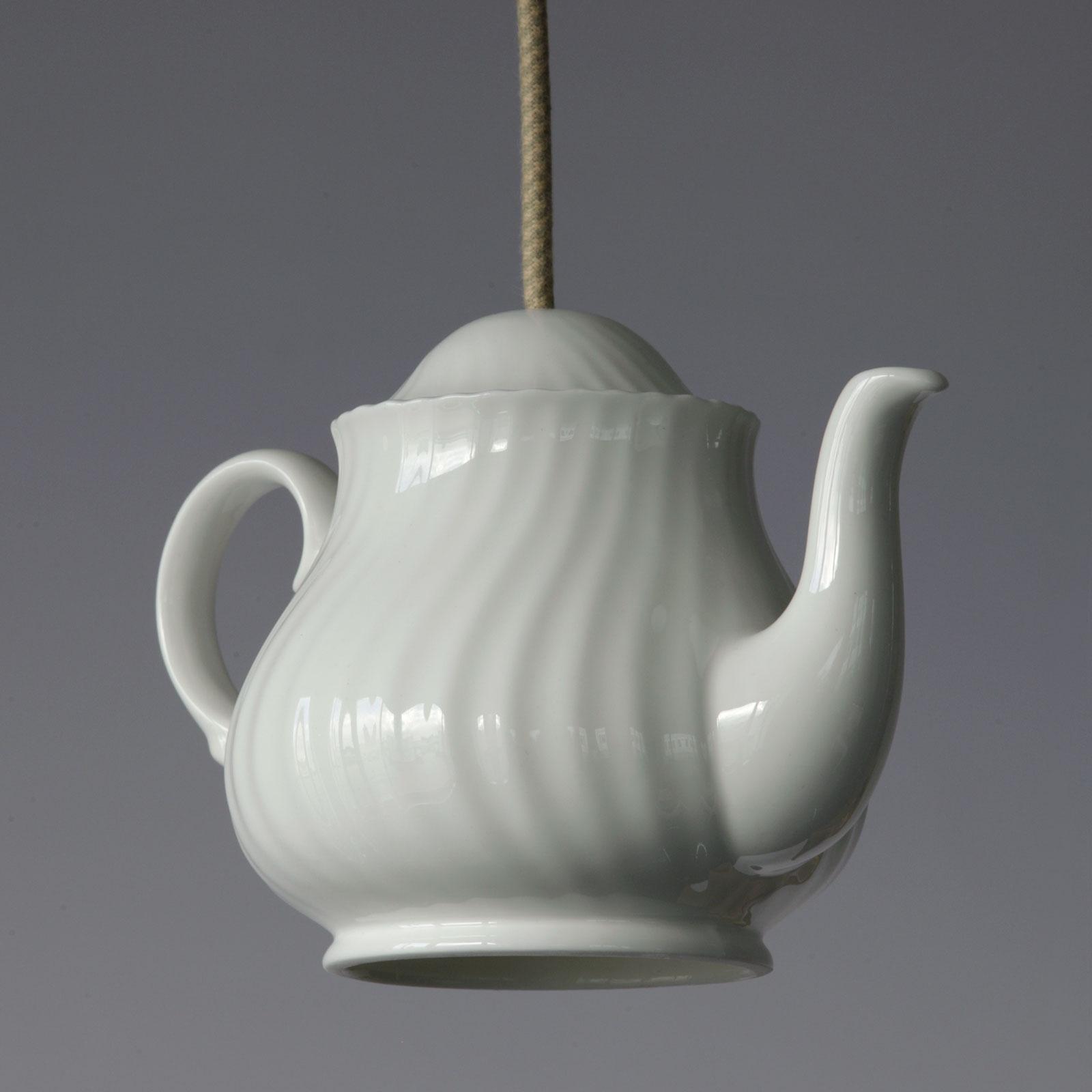 Hängeleuchte in Form einer Teekanne aus Porzellan