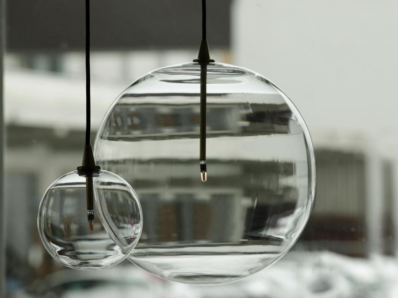Glaskugel-Leuchten mit 15 und 35 cm Durchmesser von Schwung Home