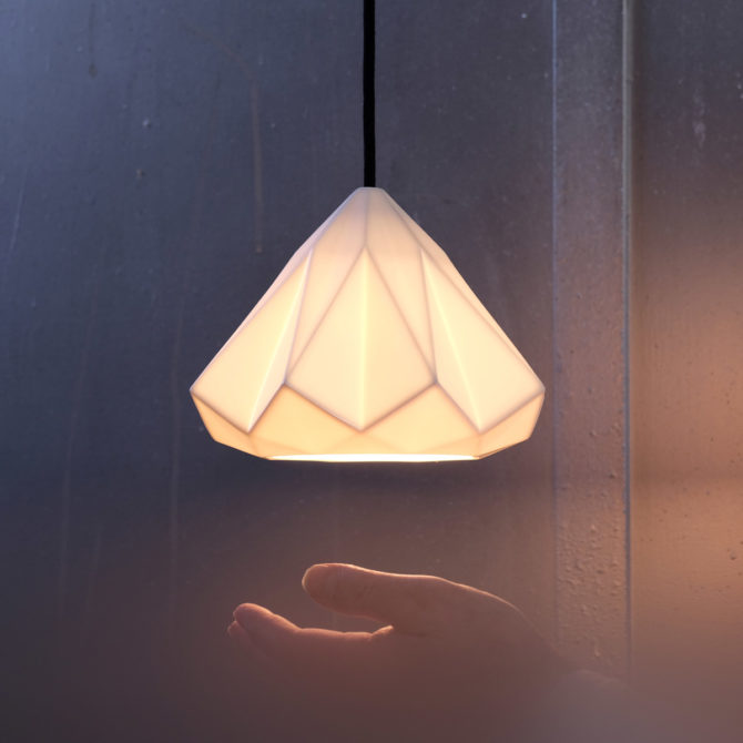 Moderne Hängeleuchte aus Porzellan HATTON, kleines Modell